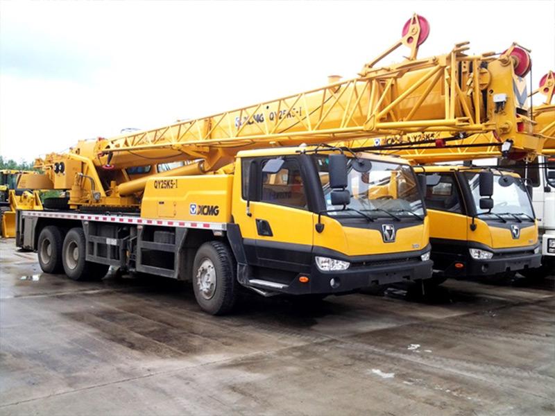 Автокран QY25K5: 25 тонн